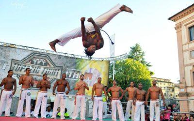 Sabato acrobatico con la capoeira